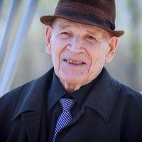 ветеран ему 89 лет :: Ольга