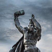 Памятник Анатолию Бредову. Мурманск :: Наталья Василькова