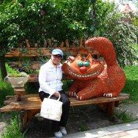 С кошкой в парке :: Людмила Монахова