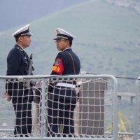 Китайские моряки на вахте :: Владимир
