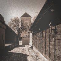 Древние улочки Ventspilsa :: Jurij Ginel
