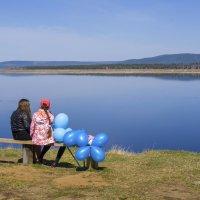Посиделки с видом на Ангару :: Сергей Шаврин