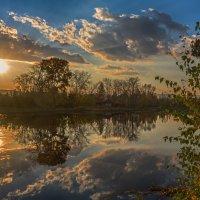 У озера :: vladimir