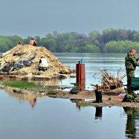 Весенняя рыбалка на Соже в Гомеле :: yuri zaitsev