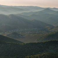 Посёлок в горах. :: Владимир Новосёлов