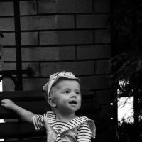 Малыш на лавочке :: Sergey Koltsov