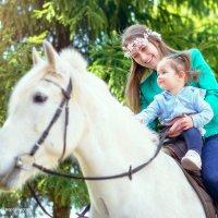 Знакомство с лошадкой :: Valeriy Nepluev