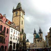 Всем уже надоевший вид Староместской ратуши и площади в Праге :: Денис Кораблёв