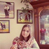 Девочка с грушей :: Lizhen Markevich