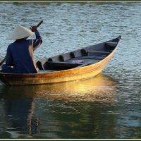 На закат по реке Тхубон :: Евгений Печенин