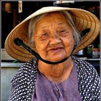 Бабушка из Хойана :: Евгений Печенин