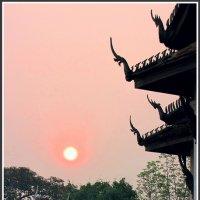 Персиковый рассвет в Луанг Прабанге :: Евгений Печенин