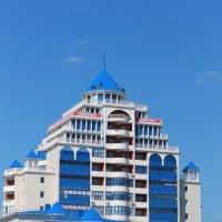 Этот дворец-обычный жилой дом :: Марина Карлюк