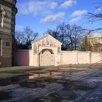 Вход в монастырь :: Татьяна Ямкова