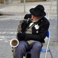 Уличный музыкант :: Иван Глухов