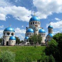 Церковь Троицы Живоначальной в Орехово-Борисове :: галина северинова