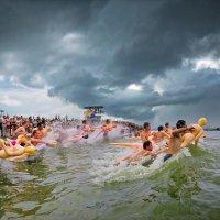Заплыв на Резиновых Женщинах :: Андрей Пашис
