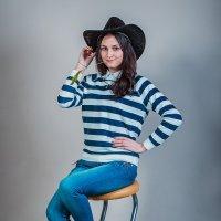 Девушка в шляпе :: Виктор Седов