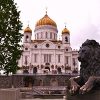 Площадь у храма Христа Спасителя. :: Владимир Болдырев