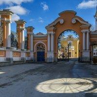 Консисторские ворота в Александро-Невской Лавре :: Valeriy Piterskiy