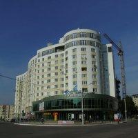 Жилой  дом  и  торговый  центр  в  Ивано - Франковске :: Андрей  Васильевич Коляскин