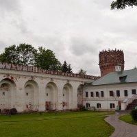 Стены и башня монастыря :: Владимир Болдырев