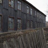 Деревянный барак :: Андрей Жидович
