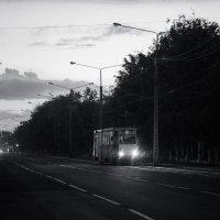 Вечерний трамвай в Усть - Каменогорске :: Максим Рожин