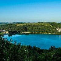 Озеро в Абрау-Дюрсо :: Валентина Кузьменко