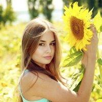Девушка с подсолнечником :: Free