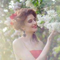 Ирина в Сиреневом саду :: Елена Княжева