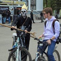 Северодвинск. Велопарад. Кощей и Сноуден :: Владимир Шибинский