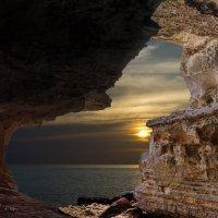 Вид из пещеры. (набережная 4 микр.) :: Дмитрий Макаров
