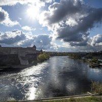 Река, солнце, облака :: shvlad