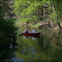 Май, пруд, лодочка. :: Anatol Livtsov
