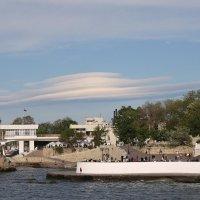 Лентикулярное облако над Севастополем :: Nyusha
