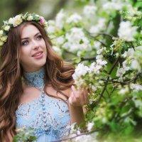 Коломенское, цветение садов, прекрасная Полина :: Елена Юзифович