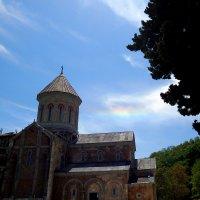 Божественное сияние над строящимся храмом :: Елена Познокос