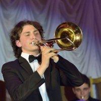 Соло на тромбоне :: Юрий Анипов