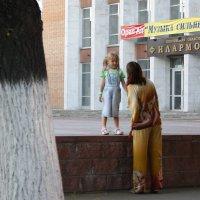 Беседа  у  филармонии.... :: Валерия  Полещикова