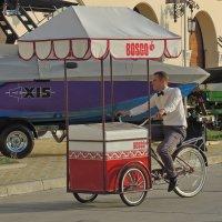 продавец мороженого :: Алексей Меринов