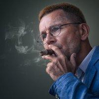 Андрей Лоскутов Президент Российского сигарного союза. Репортажный портрет :: Serge Aramis
