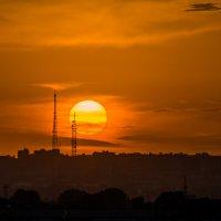 Закат над городом :: Владимир Клещёв