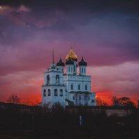 Псковский Кремль :: Денис Аторин
