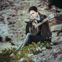 Девушка с гитарой :: Светлана Давиденко