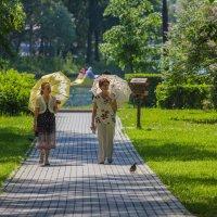 Прогулка с зонтиками :: Дмитрий Сушкин