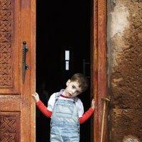 В дверях Храма (ещё не все потеряно) :: M Marikfoto