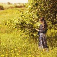 В цветущей яблони :: Женя Рыжов