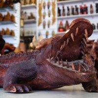 Памятник крокодилу укравшему солнце... :: Владимир Хиль