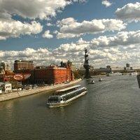 Облака плывут над рекой :: Виктория Eariell